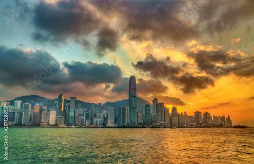 Tuinposter Aziatische Plekken Sunset above Victoria Harbour in Hong Kong