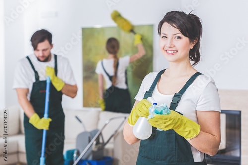 Fotomural Group of young, hard-working professional cleaners in dirty apartment