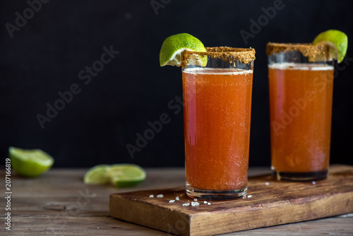 Papiers peints Biere, Cidre Michelada Bloody Beer Cocktail