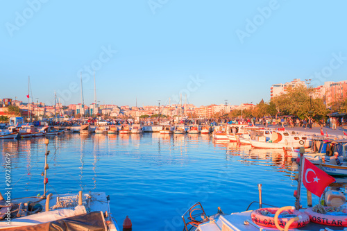 Foto op Plexiglas Turkije View of boats and beautiful architecture at sunset in Canakkale, Turkey.