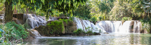 Montage in der Fensternische Wasserfalle Panorama Chet Sao Noi waterfall in national park