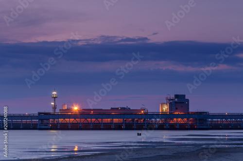 In de dag Poort LNG TERMINAL - Sunrise at the gas terminal