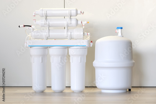 Valokuva  Water purification system. Domestic reverse osmosis filter