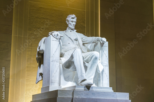 Photo  Lincoln Memorial in the National Mall, Washington DC.at night.