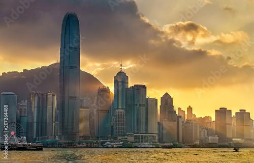 Tuinposter Aziatische Plekken Sunset above Hong Kong downtown