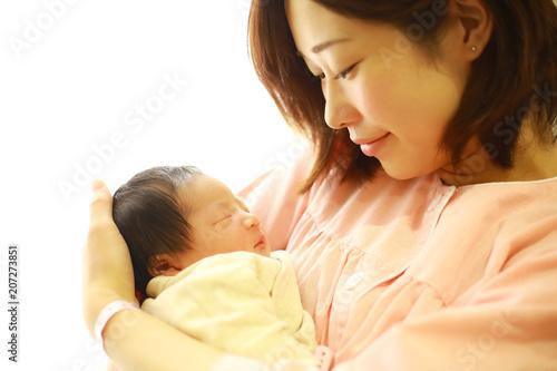 Fotografía 新生児と若い母親