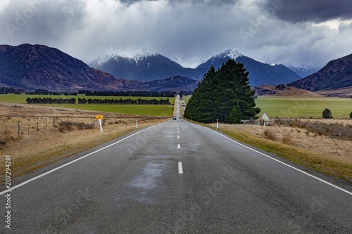 Staande foto Oceanië beautiful scenic straight way of route 73 from east to west coast of south island new zealand