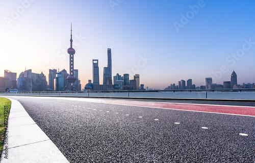 Foto op Aluminium Shanghai city skyline with empty asphalt road in urban