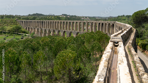 Photo Aqueduct of Tomar near the templar castle. Tomar, Portugal