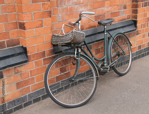Spoed Foto op Canvas Fiets An Old and Rusty Vintage Ladies Pedal Bicycle.