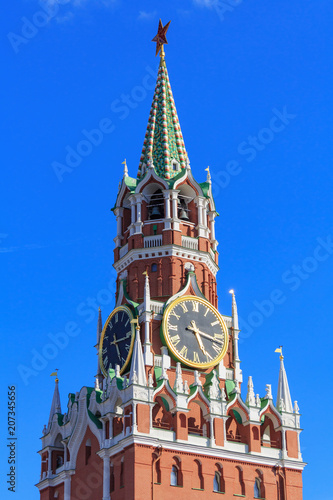 Foto op Plexiglas Moskou Spasskaya tower of Moscow Kremlin closeup against the blue sky in sunny evening