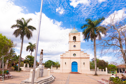 Photo  VINALES, CUBA - MAY 13, 2017: View of the church in the town square
