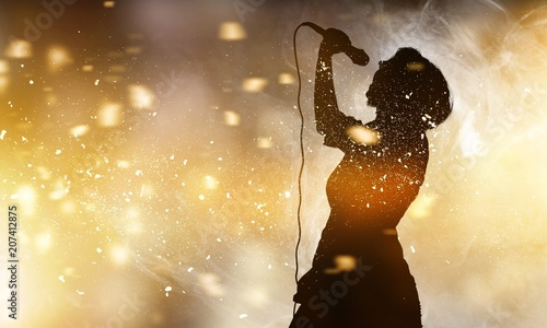 Singer. - 207412875