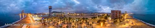 Plakat Barceloneta oceanfront at night, panoramiczny widok na Barcelonę