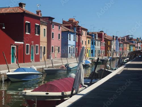 Fototapeta Włochy, Wenecja - Wyspa Burano - znana z tęczowo malowanych domów obraz