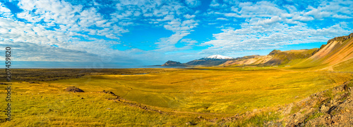 Deurstickers Honing Snaefellsjoekull peak and Icelandic colorful and wild landscape at summer