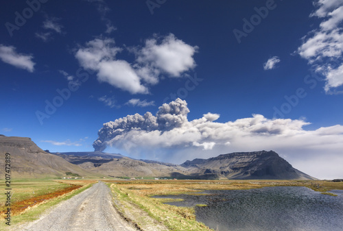 Tuinposter Vulkaan Volcano ash eruption. / Volcanic landscape with eyjafjallajokull glacier in Iceland