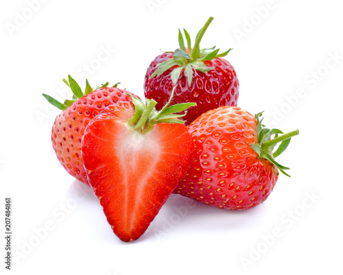 Papiers peints Montagne Strawberry isolated on white background.