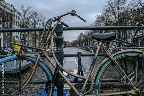 Deurstickers Fiets bici deteriorada en amsterdam