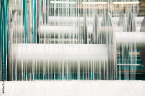 Fotografiet  Yarn thread running in the machine