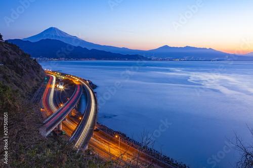 夜明けの富士山、静岡県静岡市清水区さった峠にて Fototapet
