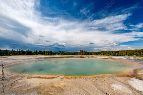 Spoed Foto op Canvas Verenigde Staten Hot thermal spring in Yellowstone