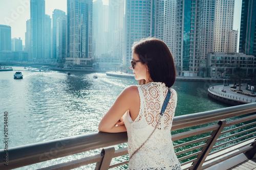 Photo  Happy beautiful unrecognizable tourist woman in fashionable summer white dress