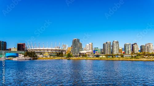 Obraz na płótnie Linia horyzontu miasto Vancouver, kolumbiowie brytyjska, Kanada jak widzieć od Fałszywego zatoczka wpusta na jasnym letnim dniu