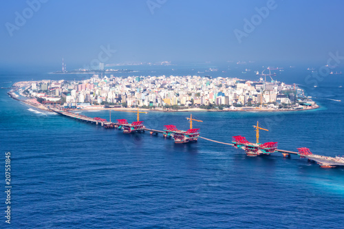 Foto op Plexiglas Asia land Male Malediven Insel Hauptstadt Meer Panorama Brücke Luftbild