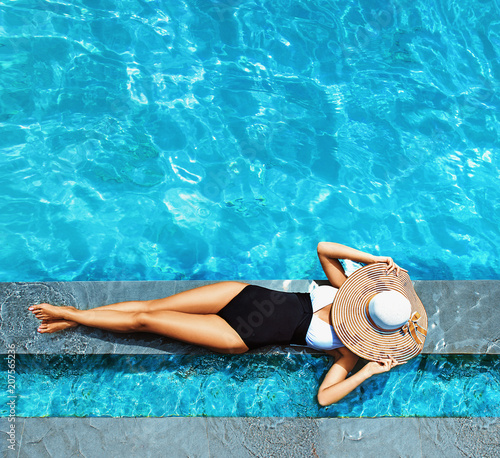 Tuinposter Artist KB Sexy lady relaxing by the swimming - pool