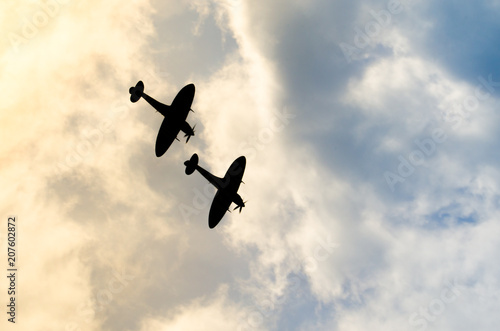 Fotografía Two silhouetted spitfires dive out of the bright sun, as if attacking an enemy with surprise