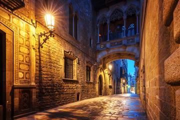 Panel Szklany Uliczki Bridge between buildings in Barri Gotic quarter of Barcelona