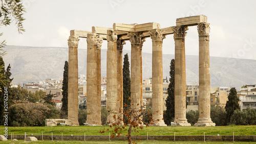 Obraz na płótnie Starożytne kolumny w Atenach, Grecja.