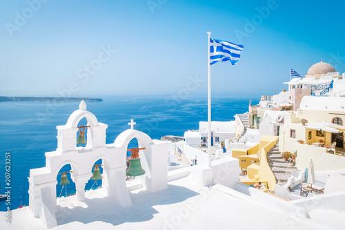 Foto village of Oia Santorini Greece on a bright summer day