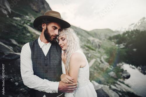 In de dag Khaki Stylish young wedding couple posing in beautiful Matterhorn moun