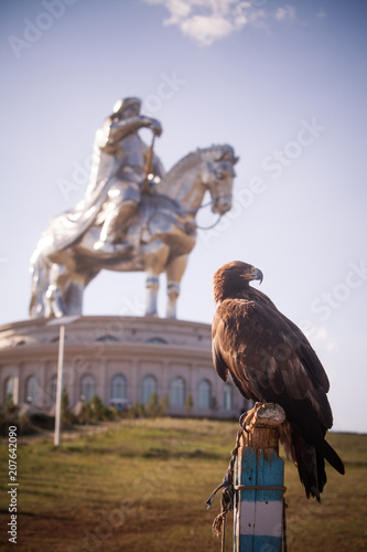 Poster Historisch mon. Vulture and Genghis Khan Monument