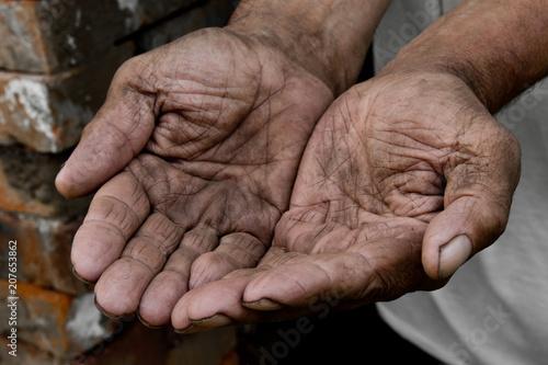 Photo Hands poor poverty elder man begging you for help
