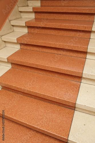Foto op Plexiglas Trappen escalier en marbre rouge ancien