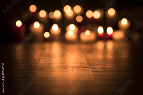 Photo Lit candles burning in the Church