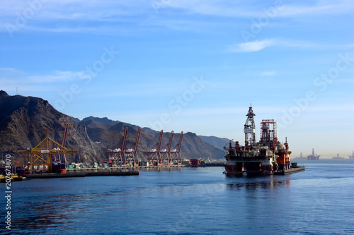 Spoed Foto op Canvas Canarische Eilanden Oil Drilling platform at Tenerife, Canary Islands