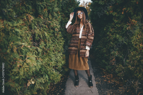 Poster Gypsy woman in stylish clothes