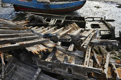 Keuken foto achterwand Schip Broken wooden boats in the river
