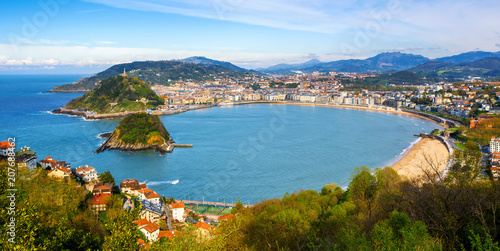 Photo  San Sebastian city, Spain, view of La Concha bay and Atlantic ocean