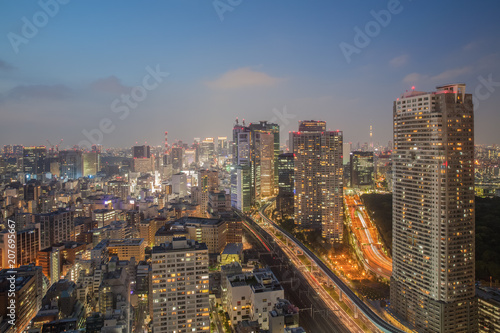 Fotobehang Stad gebouw Night view of Tokyo city with high building and expressway