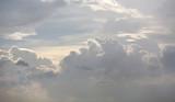 Tło białe niebo z chmurami. - 207710206