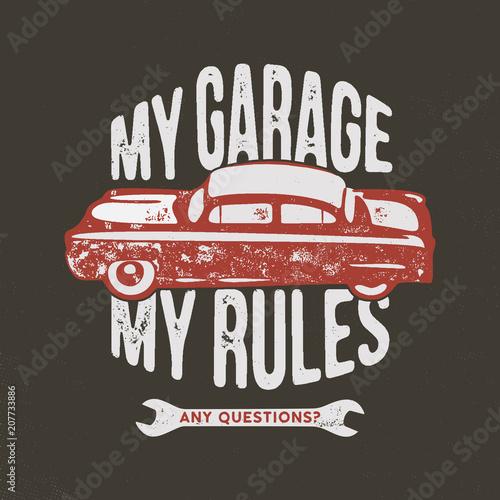 Mój garaż moje zasady, vintage, ręcznie rysowana ilustracja, emblemat na T-Shirt lub jakikolwiek inny strój, tożsamość. Wyposażony w stare narzędzia samochodowe i garażowe z cytatem typograficznym. Akcyjny wektor