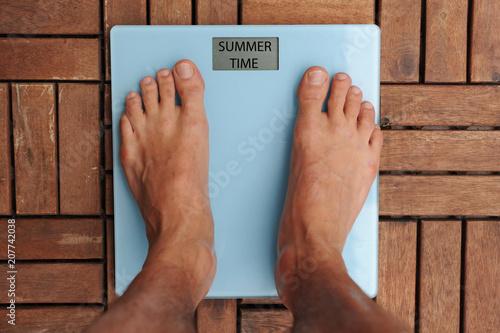 Bilancia Per Il Peso Del Corpo Dieta E Obesita Con L Arrivo Dell Estate Ci Si Prepara Alla Prova Costume Salute E Benessere Buy This Stock Photo And