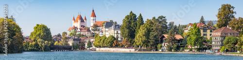 Foto op Plexiglas Europese Plekken Stadt Thun Panorama, Kanton Bern, Schweiz