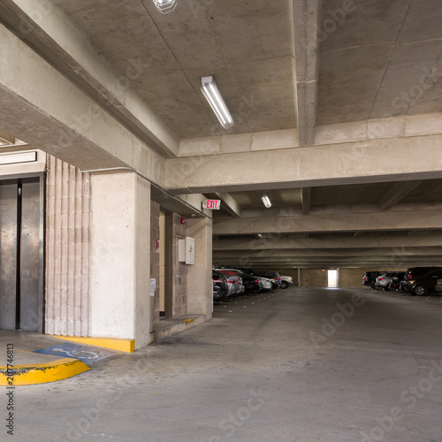 In de dag Industrial geb. Empty underground parking or garage