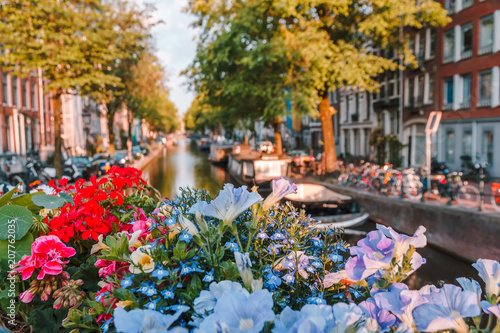 Keuken foto achterwand Begraafplaats sunrise on the streets and canals of amsterdam